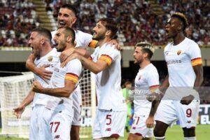 La squadra festeggia il gol di Veretout